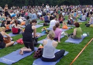 World's Largest Yoga Class photo, Biggest Yoga Class in New York picture and video