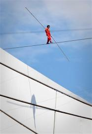 Adili Wushouer photo, Longest period of mid air walking picture, Guinness Book of  World Record 2010, China tightrope walker video