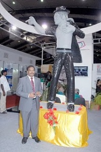 Michael Jackson Black Granite Statue photo, Michael Jackson Black Statue picture India, Black Granite Statue Tamil Nadu india, mr.R Chandra Sekaran photo