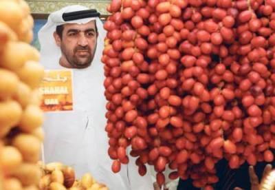 Hamad Sarhan Al Darie photo, Salem Rebhi Al Silawi picture, Lulu Date Festival Abu Dhabi UAE, World's Largest artificial date Guinness World Records, World's biggest artificial date