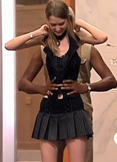 World's Smallest Waist model photo, America's Next Top Model Ann, smallest waist in the world 2010, America's latest Model picture, world's thinnest women Waist, Smallest female Waist, Ann Video