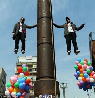 A pair of Chilean twins stunt, Nicolas Luisetti and John Paul illusionists, World Levitation Guinness Record 2011, Chilean illusionists photo, Nicolas Luisetti and John Paul illusion magic, twins magic video, most famous illusionists in the country