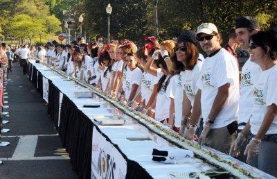 world's longest California roll photo, Sushi roll picture, longest California Sushi roll video, University of Massachusetts, Sushi roll world record 2010
