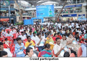 Most People Using Mouthwash Simultaneously photo, Most People Using Listerine Mouthwash picture, Listerine Guinness World Record,  World Oral Health Day, Most People Using Mouthwash In Nirmal Lifestyle mall, Mulund, Mumbai