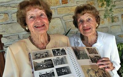 World's oldest twins picture, Raymonde and Lucienne photo, pair of French sisters, oldest twins Guiness World Record, 2010 oldest twins, 2011 oldest twins women, World's oldest twins female, oldest twins France sisters, oldest twins in the world 2011