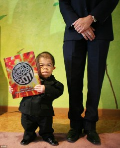 World's tiny living man photo, Colombian shortest man video, Edward Nino Hernandez photo