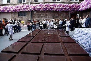 World's Biggest Chocolate Bar photo, World's largest Chocolate Bar picture, Armenian Company Grand Candy Guinness world Record 2010, Grand Candy Guinness world Record, Biggest Chocolate Bar in the world, Grand Candy Company world record