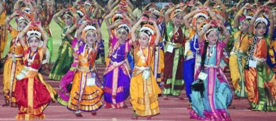 Kuchipudi dance photo, world's biggest Kuchipudi dance picture, Andhra Pradesh Kuchipudi dance video, Hyderabad Kuchipudi dance, Kuchipudi dancers Guinness World Record 2011, 2010 Kuchipudi dance picture