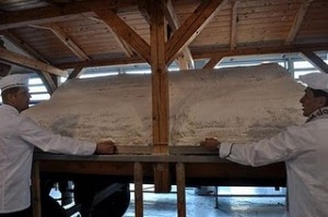 World's Largest Stollen Christmas Cake picture, Largest Christmas Cake photo, Largest Christmas Cake in the world, 2011 Largest Stollen Christmas Cake, world's biggest Christmas Cake 2011, world's largest stollen Christmas cake