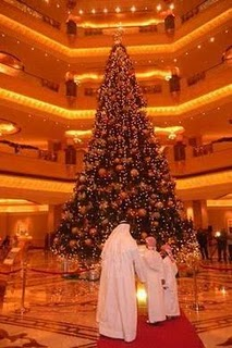 World's Most Expensive Christmas Tree photo, Most expensive Christmas tree in the World , 2011 World's Most Expensive Christmas Tree picture, value of Most expensive Christmas tree, Abu Dhabi glitzy hotel expensive Christmas tree, Most expensive Christmas tree Guinness world record