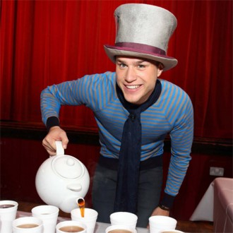 Most cups of tea in an hour Guinness World Record, Olly Murs photo, Olly Murs picture, Olly Murs Guinness World Record 2011